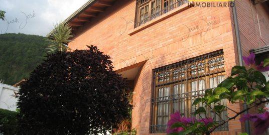 Casa en Mérida. Urbanización Campo Claro.